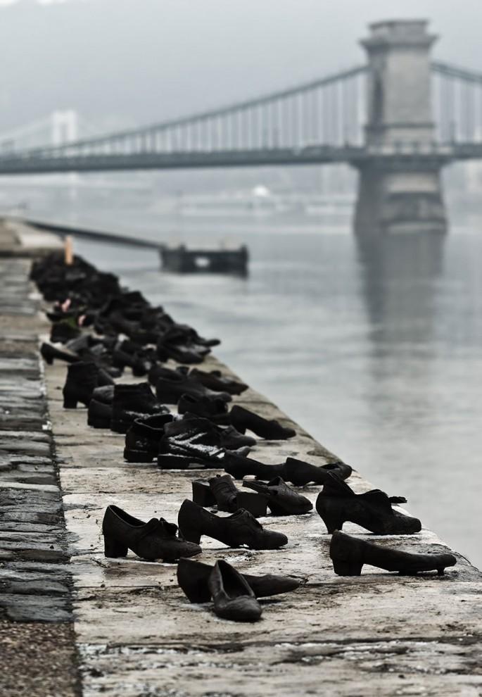 Обувь на берегу Дуная. Будапешт, Венгрия.