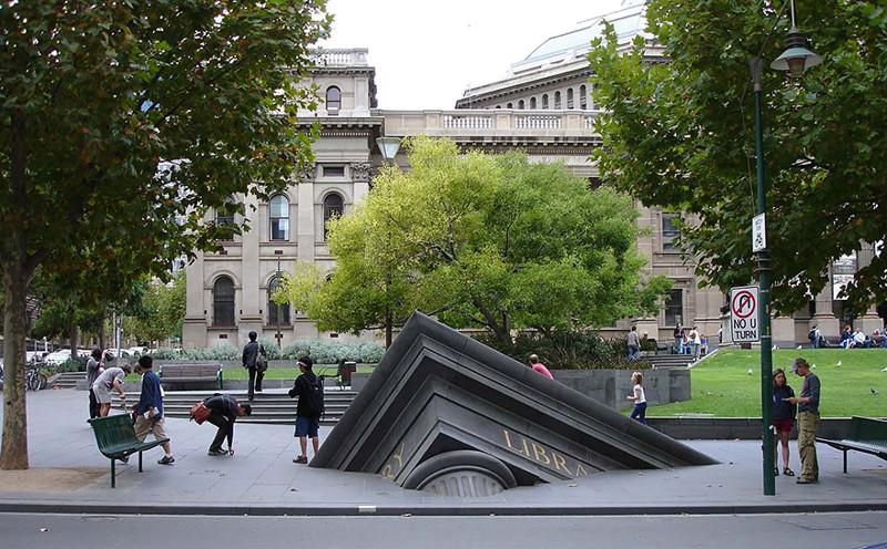 Тонущая библиотека в Мельбурне, Австралия.