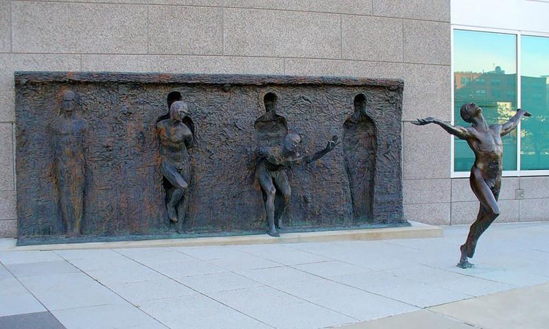 Свобода. Скульптор: Зенос Фрудакис (Zenos Frudakis). Филадельфия, штат Пенсильвания, США.
