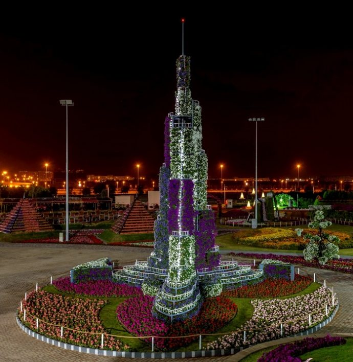 Цветочная копия башни Халифа в парке цветов, Дубай