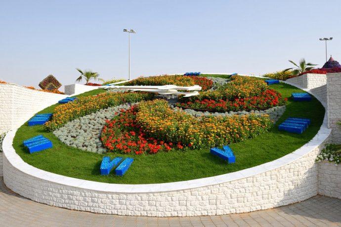 Часы из цветов в цветочном парке, Дубай