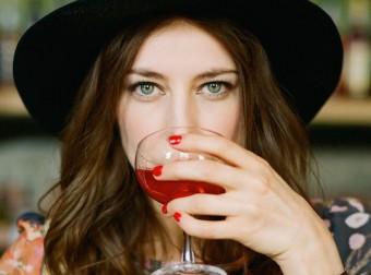 Что будет, если выпивать по бокалу вина в день?