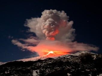Читай о пяти самых потрясающих извержениях вулканов в мировой истории