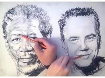Художник рисует два портрета одновременно двумя руками — Видео!