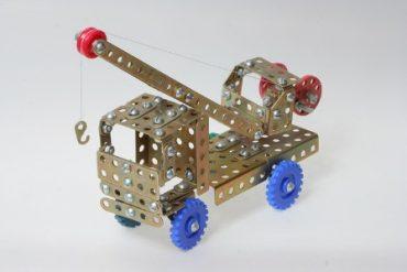 Кран из металлического конструктора