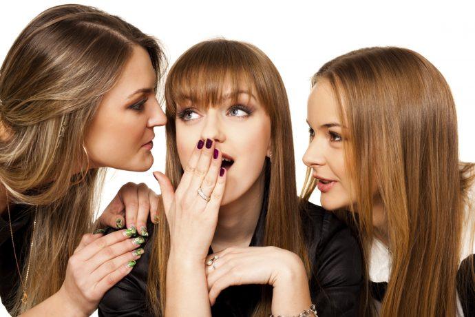 Девушки сплетничают