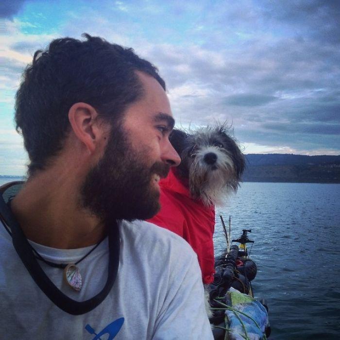 Испанец путешествует с собакой на лодке рис 2