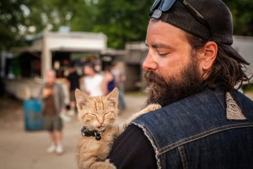 biker and his cat