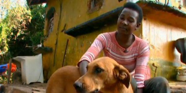Загадочное исчезновение собаки по вечерам удивляло хозяйку. Она проследила за ней - и открытый секрет растрогал её до глубины души!
