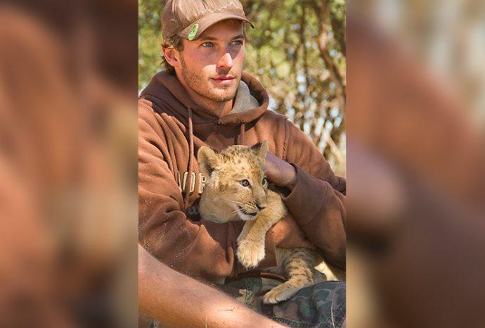 Маленькую львицу бросил прайд, но спасли люди! И вот снова ей пришло время остаться одной... рис 5
