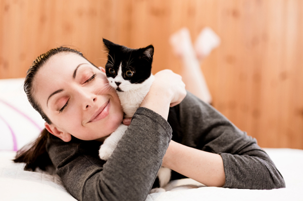 woman-with-cat_xedhlr