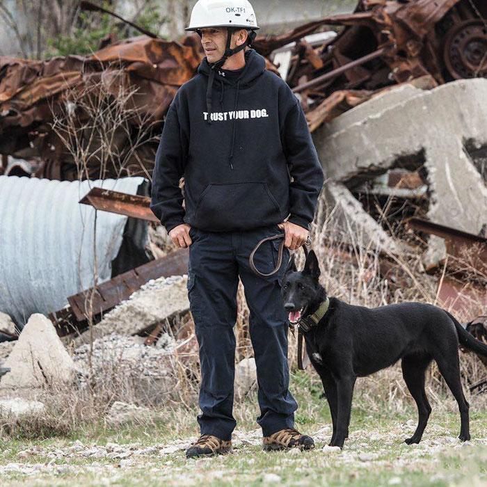 dog-rescue-policeman-gang-attact-lucas-todd-frazier-5ae6ebf088e1d__700
