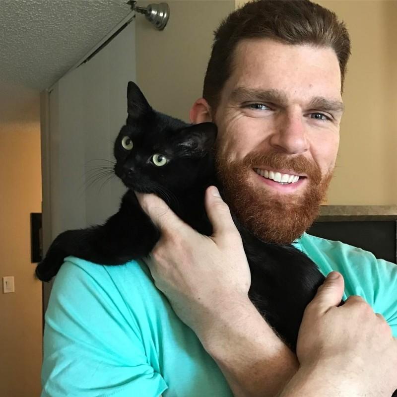 кот и мужчина