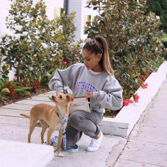 Ариана с собакой