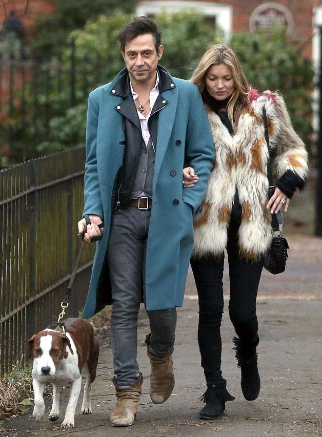 Кейт Мосс с собакой