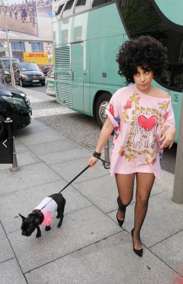 Леди Гага и песик