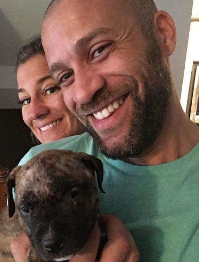 Семья и щенок