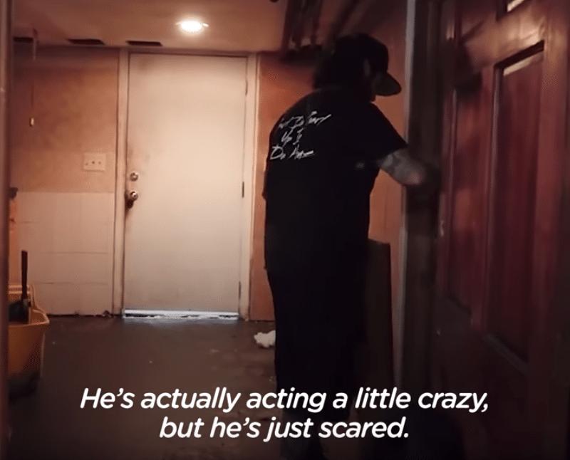 мужчина у дверей