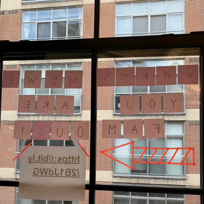 надпись на окне