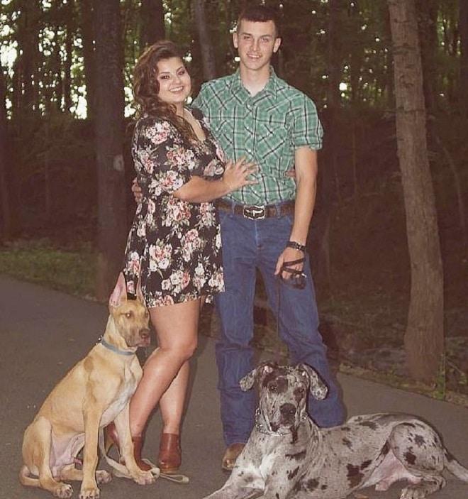 Пара с собаками
