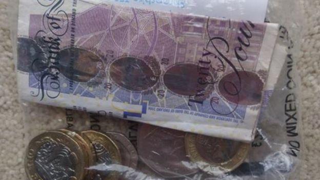 деньги в пакете