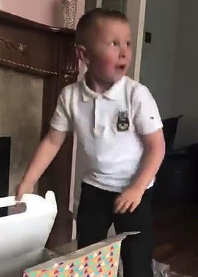 Удивленный парень