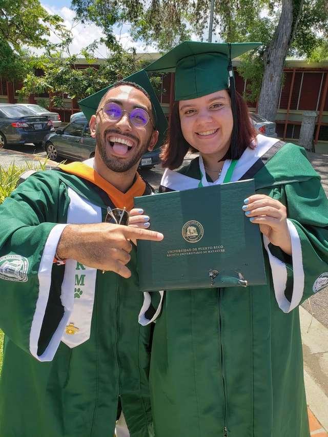 студенты с дипломом
