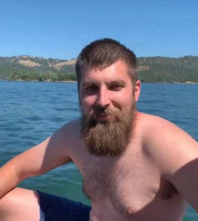 мужчина на озере