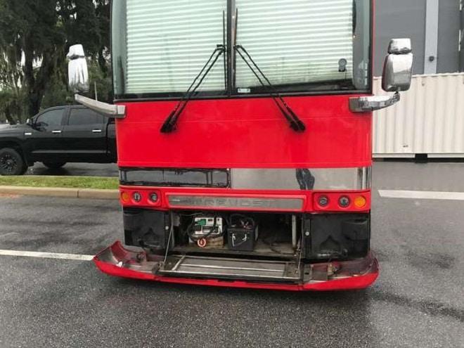Автобус стоит