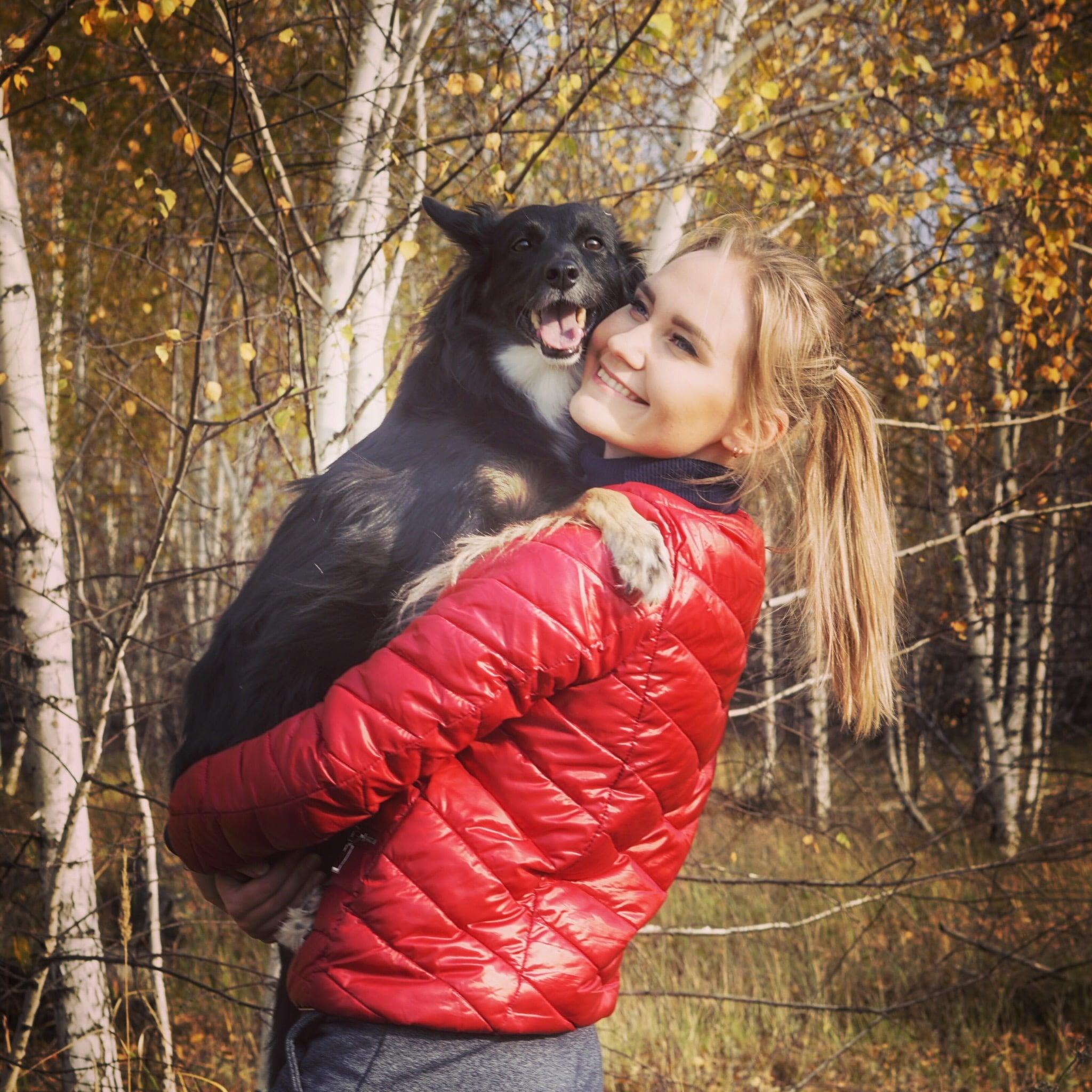собака с девушкой